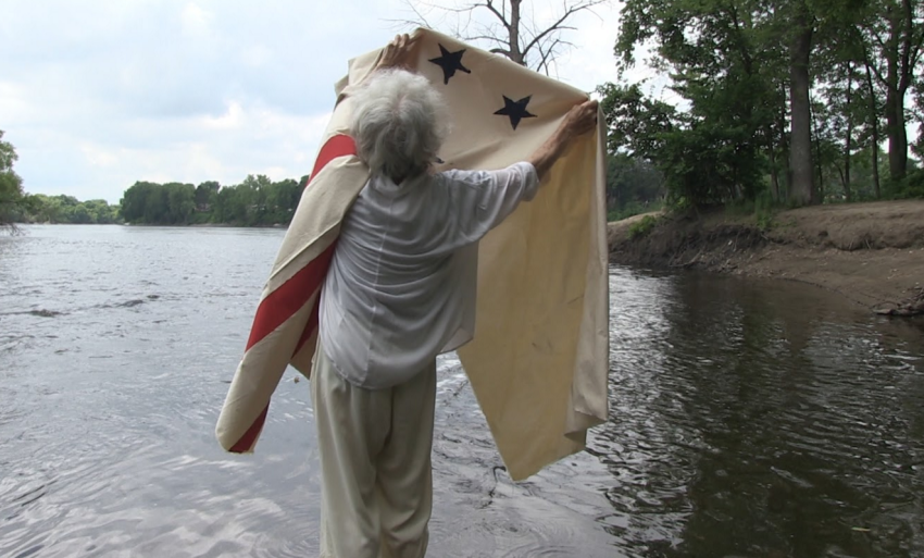 Simone Forti, Flag in the Water (2015). Video, 19:46. Image Courtesy of the artist and The Box. Cinematography: Jason Underhill.
