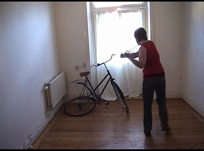 Klara Liden, Bodies of Society (2006). Video, color, sound, 5:08 min.