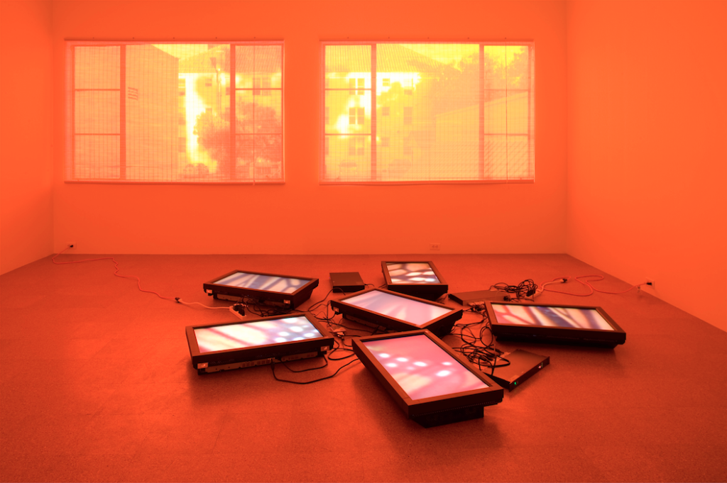 Diana Thater, Untitled Videowall (Butterflies) (2008). Six video monitors, player, one fluorescent light fixture, and Lee filters, dimensions variable. Image courtesy of the artist and 1301PE, Los Angeles. Photo: Fredrik Nilsen.